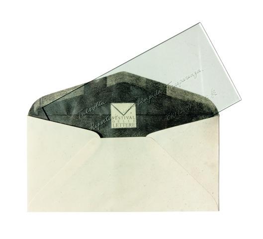 Oki Izumi,Lettera a un artista - talvolta ripartire dalla limpida trasparenza, vetro inciso, carta e matita, 22x11x0,5 cm, 2016