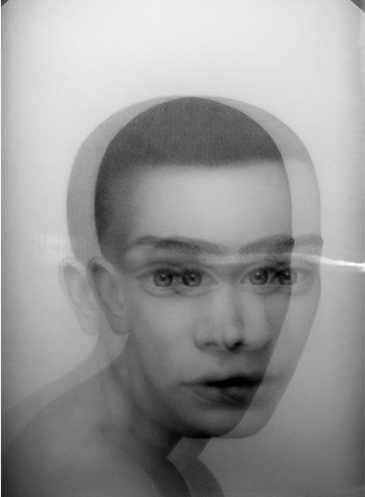 Jolanda Spagno, L'enigma delle ore, 2015, matita su carta e lente OLF
