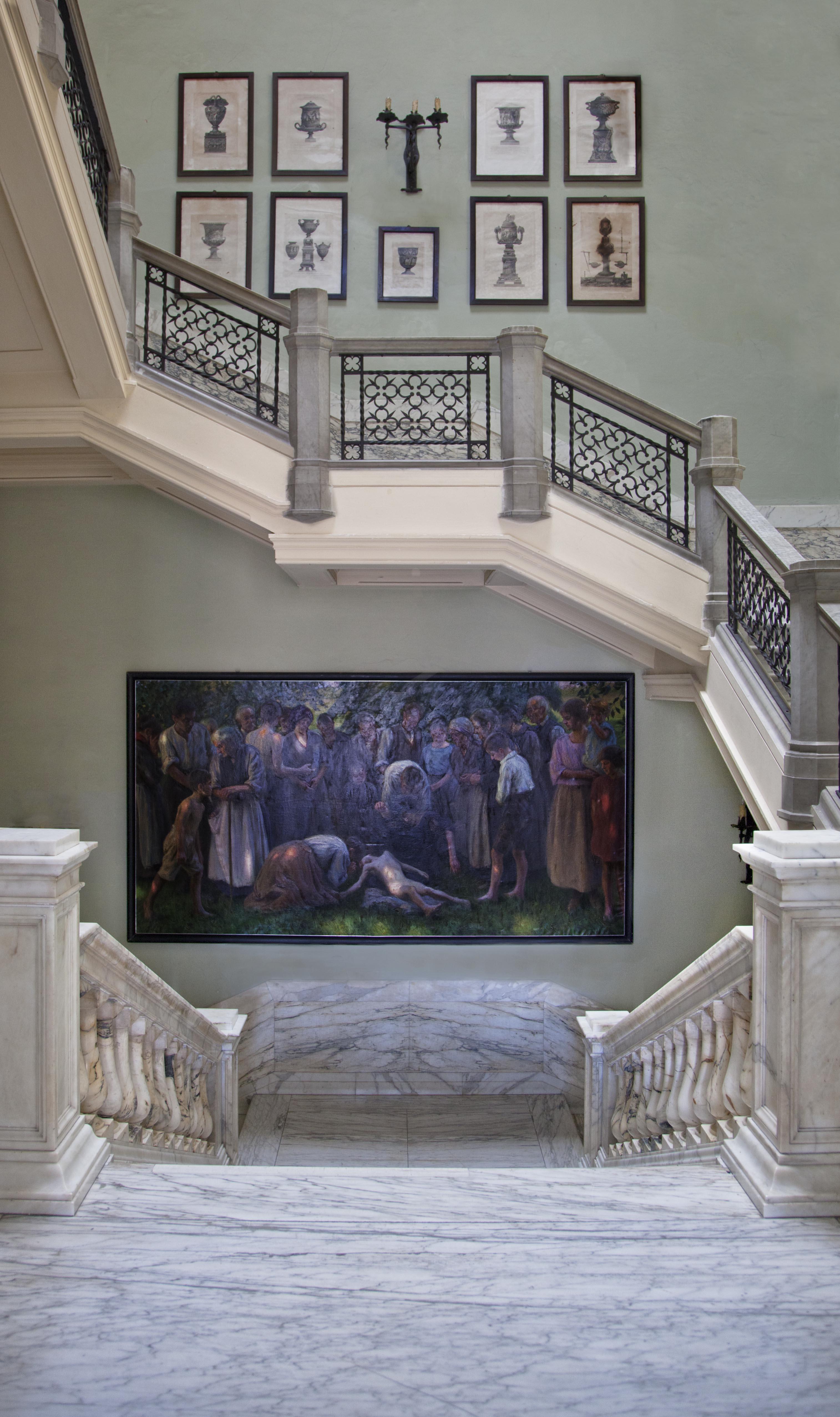 Accademia di Belle Arti di Carrara. Una veduta dello scalone con incisioni del Piranesi. Foto: Robert Pettena