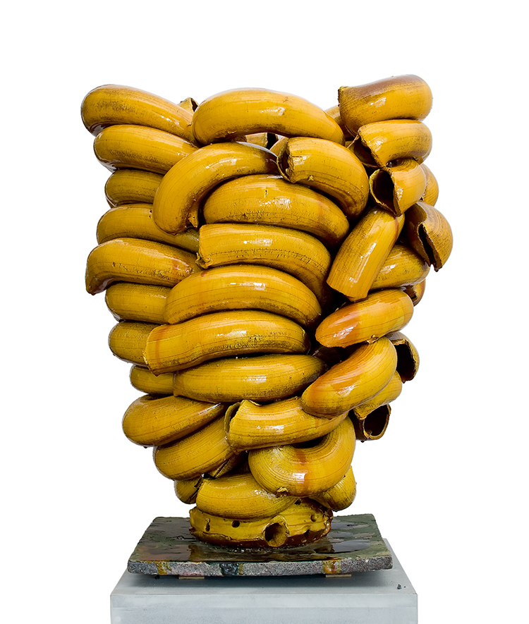 Torbjørn Kvasbø, Stack, yellow, 2010, terracotta, elementi tubulari estrusi manualmente e assemblati insieme, smalti