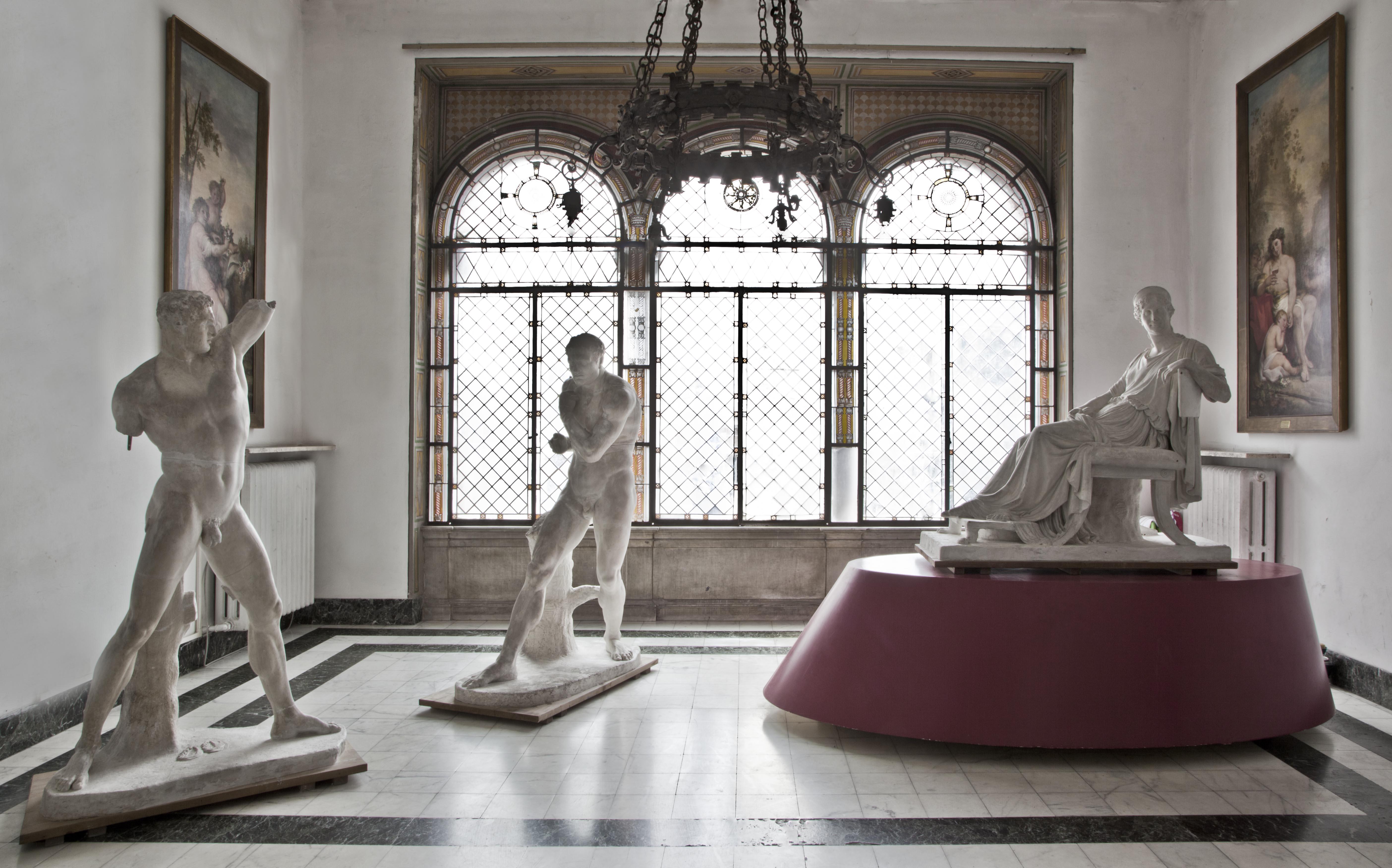 Antonio Canova, I pugilatori Creugante e Damosseno, modelli in gesso, 1795-1808 e modello del ritratto di Letizia Bonaparte. Foto: Robert Pettena