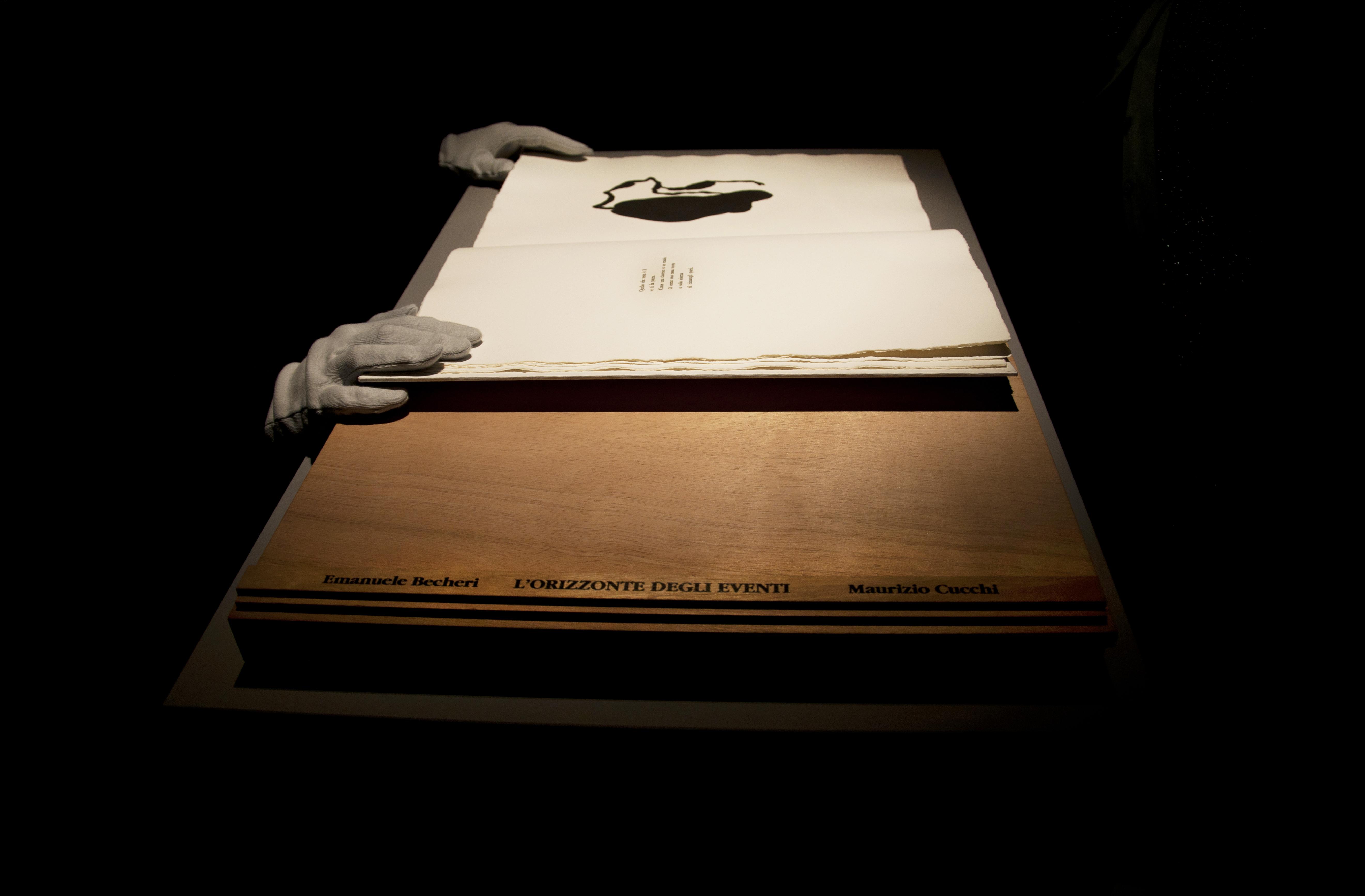 """Emanuele Becheri, L'orizzonte degli eventi, libro d'artista in mostra a """"Preludio"""", Artforms, Prato"""