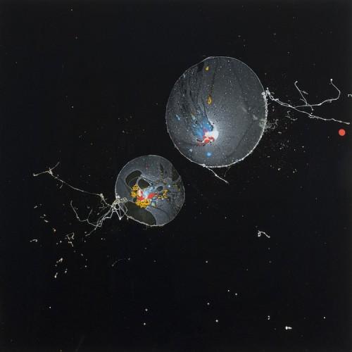 Giulio Cassanelli, Inseparabili, 2016, sapone, pigmenti, plexiglass, gravità, 50x50 cm