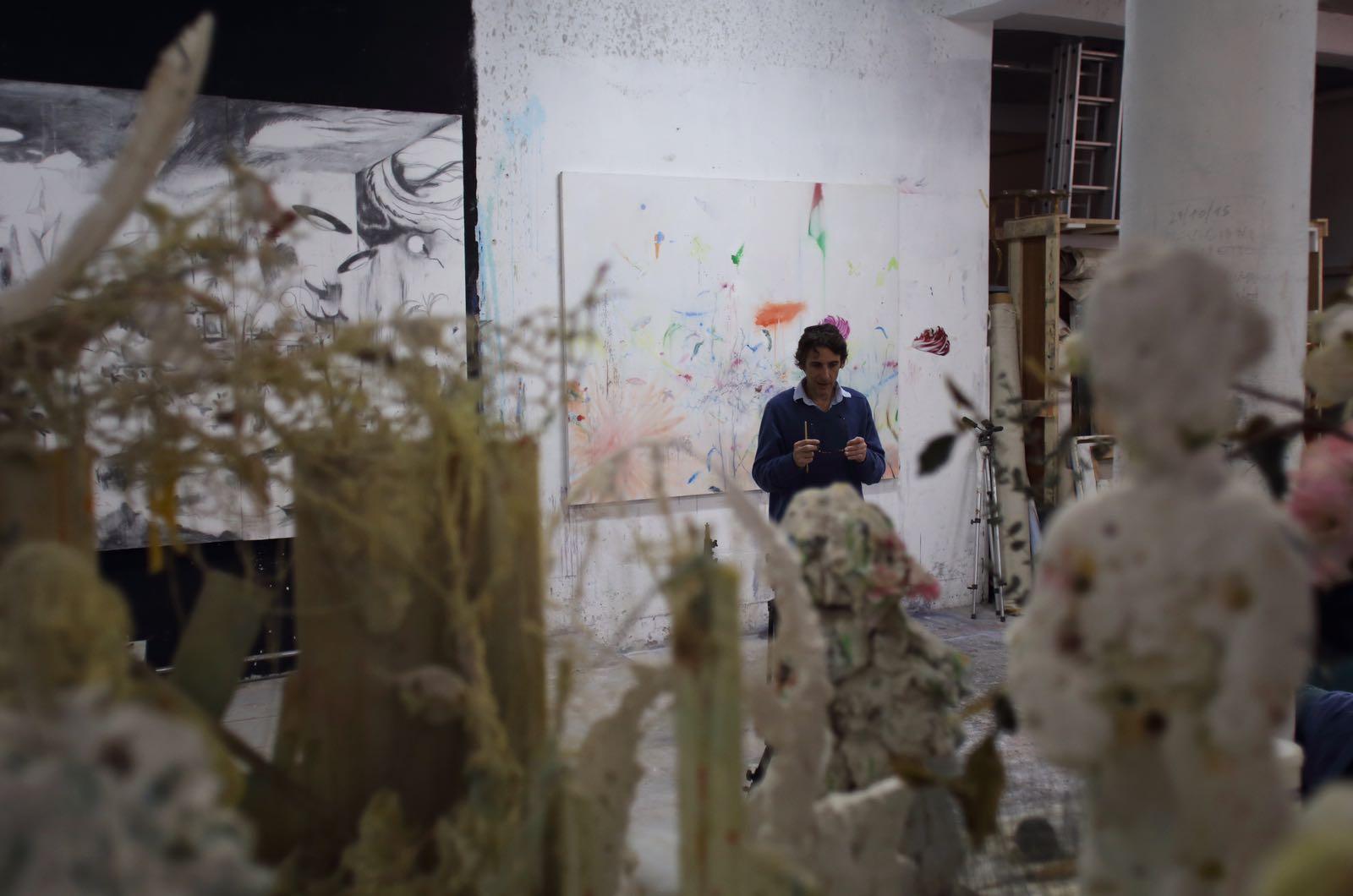 Manfredi Beninati nel suo studio. Foto: Fausto Brigantino