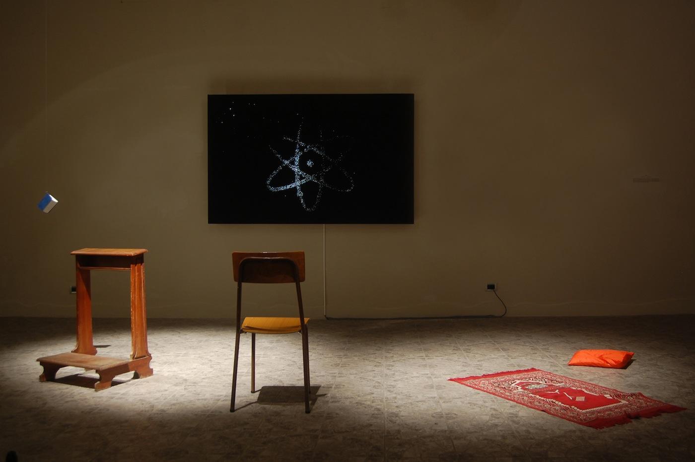 Alessandro Lupi, Uno, installazione interattiva, 2013, tecnica mista, dimensioni variabili. Veduta della mostra. Courtesy Guidi & Schoen, Genova