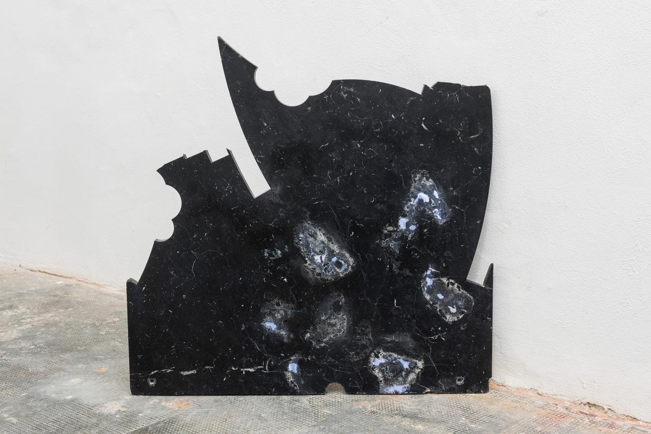 Yari Miele, Blue Night Marble, MARS Milano, dettaglio, marmo nero, luce bianca