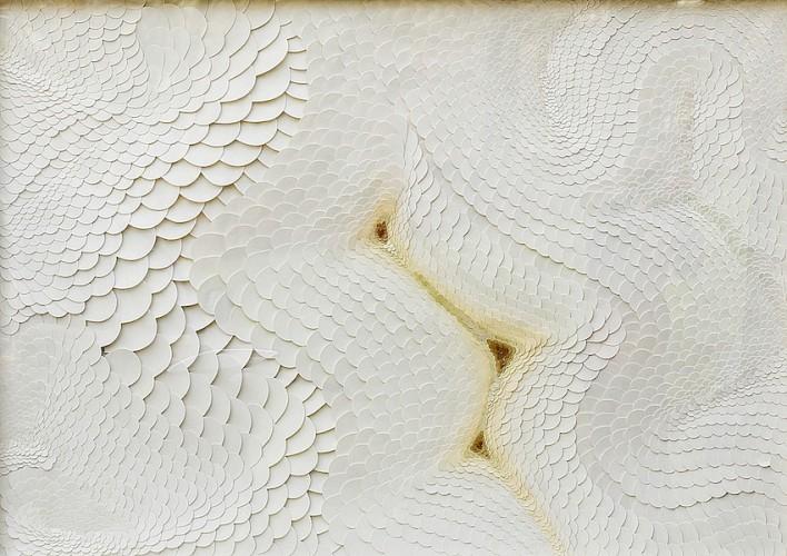 Nacho Zubelzu, Trashumancias 12, 2013, carta intagliata su tela 97x136 cm Courtesy Galleria Honos Art, Roma