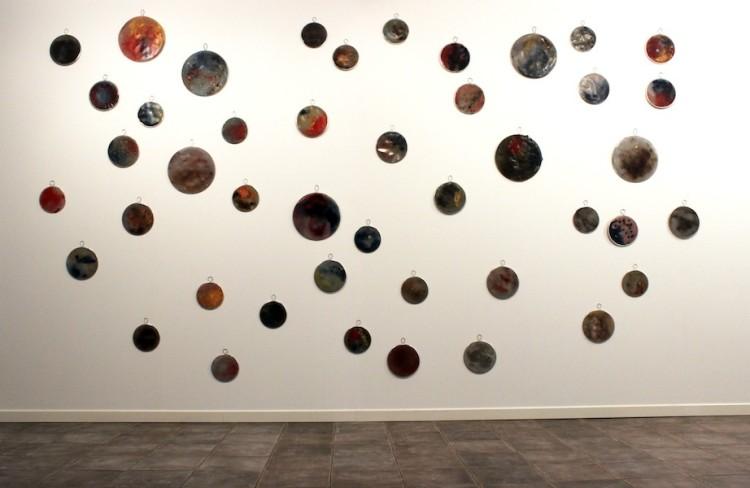 """Angelica Consoli. Persone che abitano la stessa casa, veduta della mostra (serie """"Flame""""), Galleria Melesi, Lecco"""