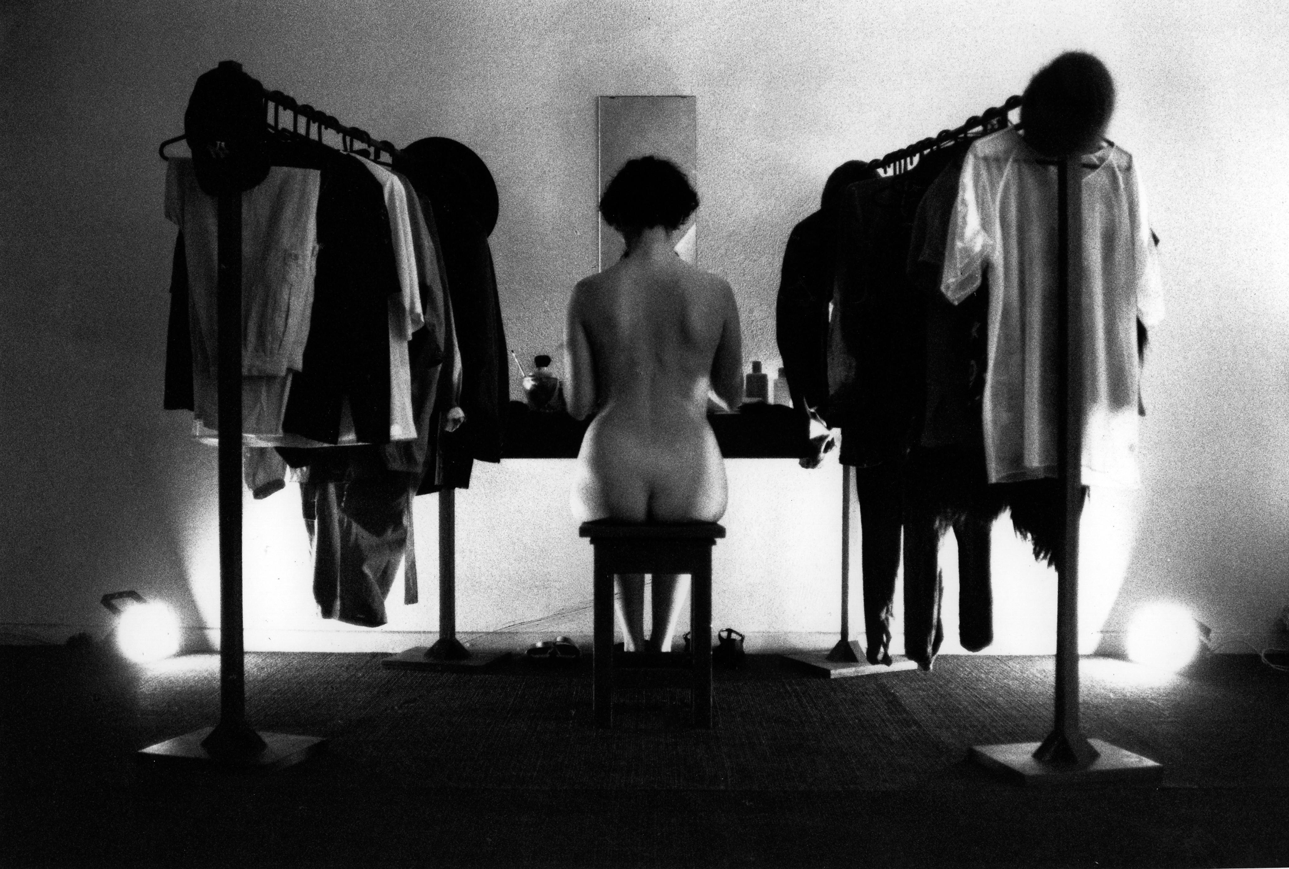 Senza Titolo, 1992, performance con Mariangela Zugaro De Matteis. Studio Casoli, Milano. © Foto: Antonio Maniscalco Courtesy Estate Fabio Mauri; Hauser & Wirth