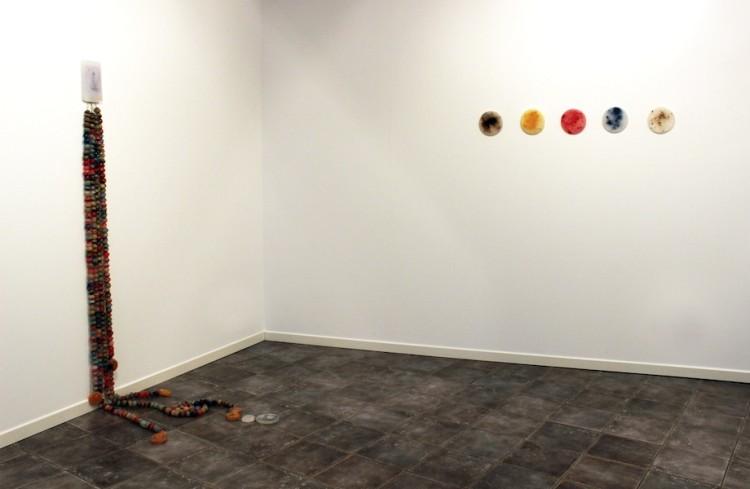 """Angelica Consoli. Persone che abitano la stessa casa, veduta della mostra (serie """"Persone che abitano la stessa casa"""" e """"Elements""""), Galleria Melesi, Lecco"""