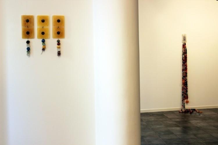 """Angelica Consoli. Persone che abitano la stessa casa, veduta della mostra (serie """"Untitled"""" e """"Persone che abitano la stessa casa""""), Galleria Melesi, Lecco"""