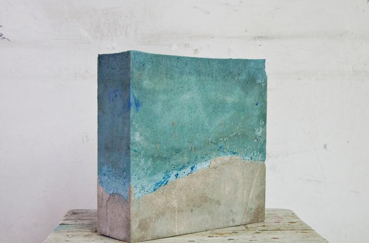 Alice Paltrinieri, celeste, 2016 cemento e acrilico, 29x30x10 cm