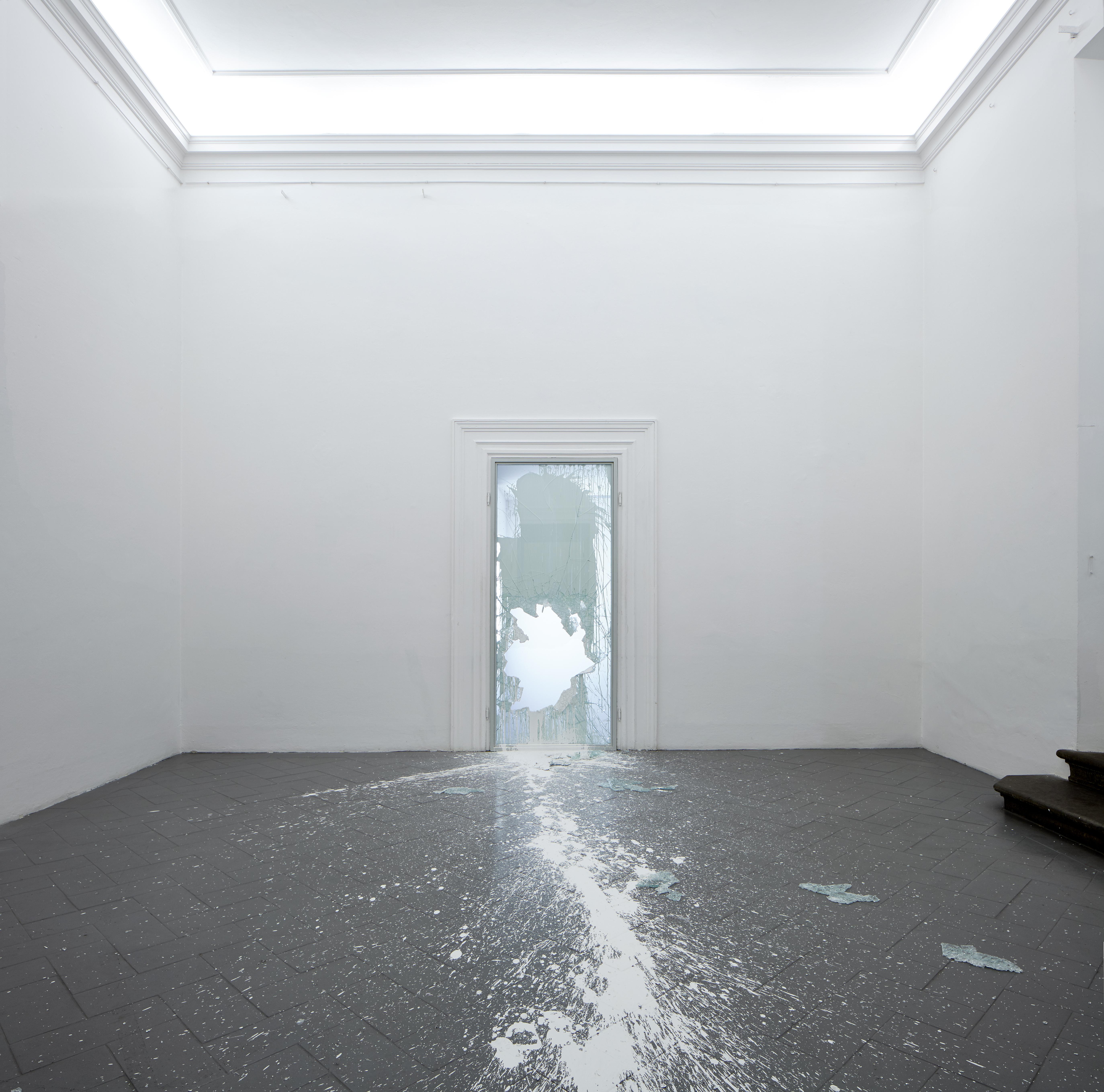 Tensioni strutturali #2. Veduta dell'installazione di Andrea Nacciarriti Crystallize #002 [matter]. Courtesy of Eduardo Secci contemporary