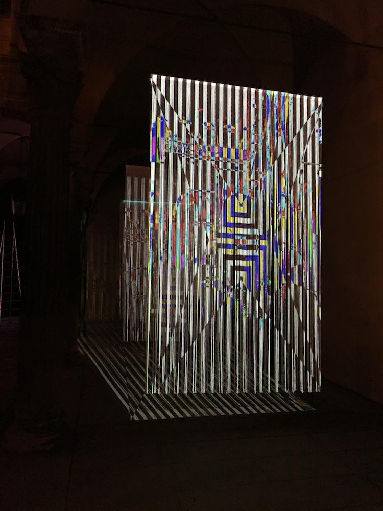 Vincenzo Marsiglia, Riflessione Interattiva, 2017, tende tripolina, iPad, applicazione per iPad, proiettore, led e casse acustiche. Installazione al Palazzo Bevilacqua Ariosti