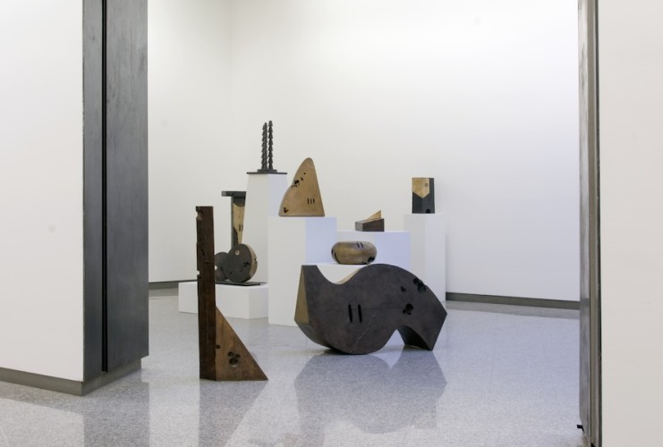 Kengiro Azuma. Infinito MU, veduta di alcune sculture in mostra, Lorenzelli Arte, Milano