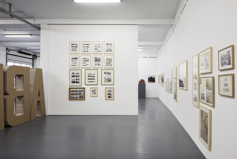 Gianni Pettena, About non Conscious Architecture, Veduta dell'allestimento, Galleria Giovanni Bonelli, Milano. Crediti Laura Fantacuzzi