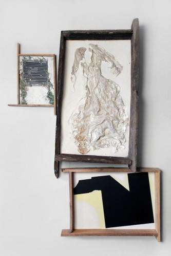 Fausta Squatriti, Beata solitudo sola beatitudo: con abito da sposa, 2015, fotografia, pigmenti, pastelli, gesso, abito, 190x130x130 cm Foto © Bani