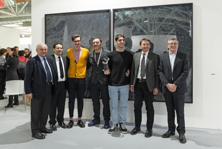da sinistra: Antonio Lucchetta, Gaspare Lucchetta, Niccolò Benetton (The Cool Couple, Marco Lorenzetti (gallerista di The Cool Couple), Simone Santilli (The Cool Couple), Fiorenzo Lucchetta e Giancarlo Lucchetta, Premio Gruppo Euromobil Under 30, Bologna (premiazione)