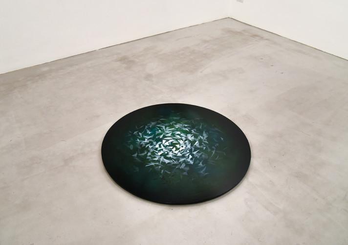 Thomas Scalco, Senza titolo, 2017, tecnica mista su tavola, diametro 100 cm