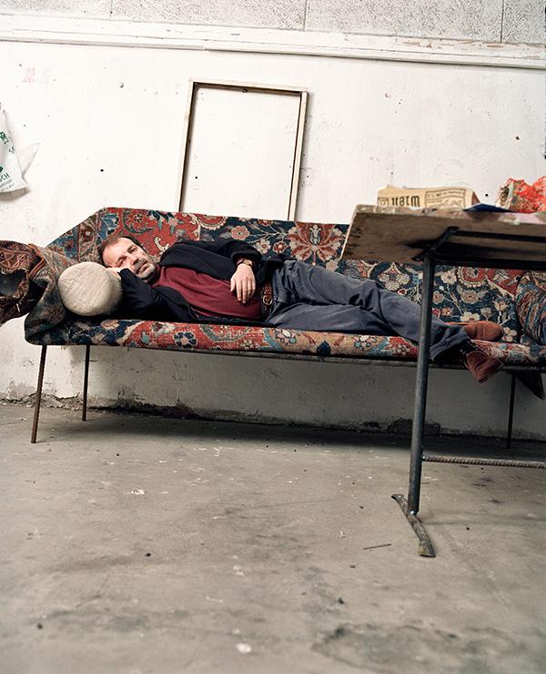 Franz West on Divan, 1996 © Jens Preusse; Archiv Franz West