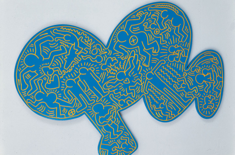 Keith Haring, Untitled, 1984, smalto su legno intagliato,112 x 145 cm © Keith Haring Foundation