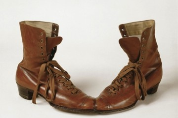 Meret Oppenheim, Das Paar, 1956, scarpe in pelle, 20x40x15 cm, Collezione privata