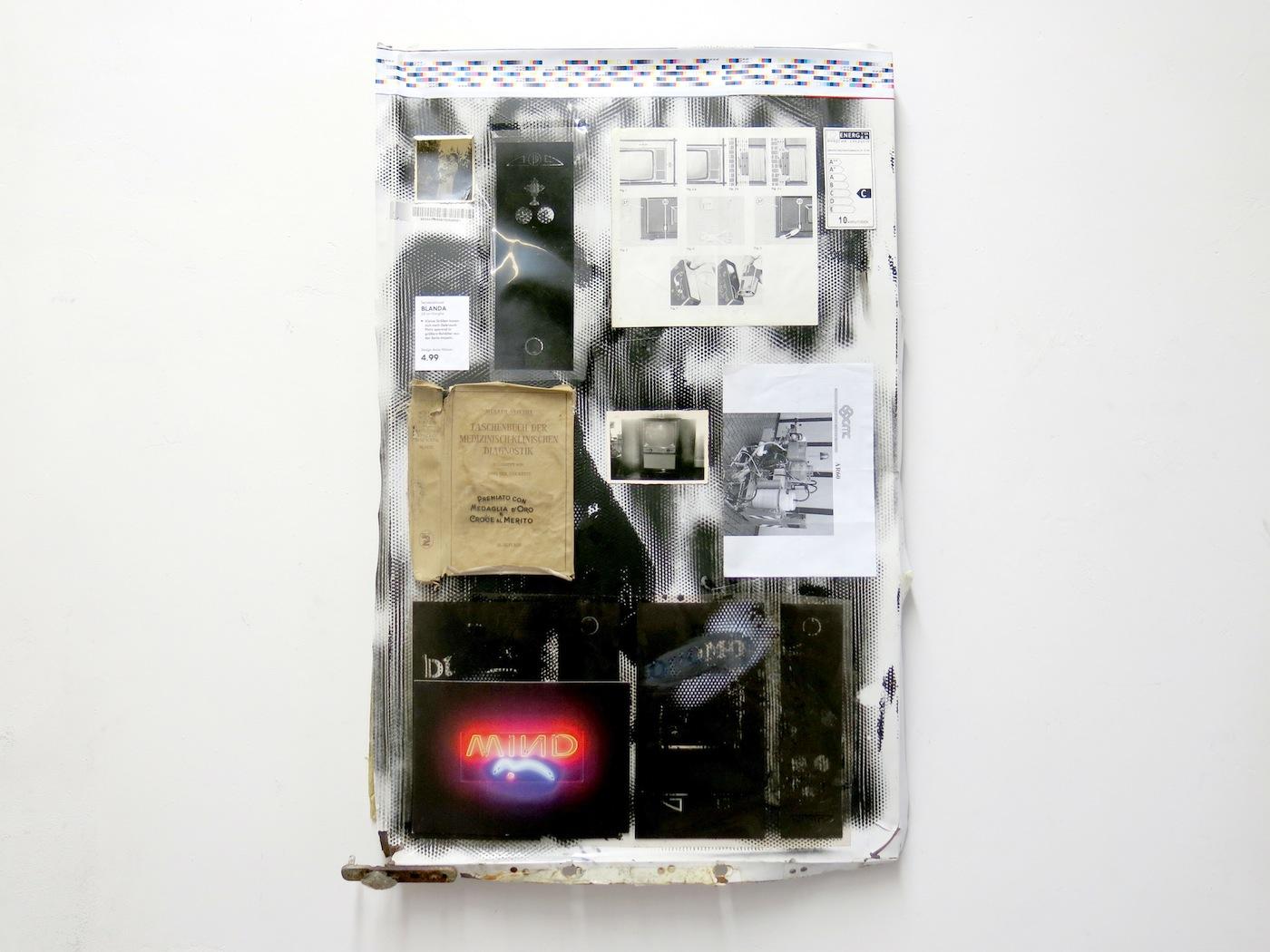 Lapo Simeoni, Blanda Mind and Diagnostik theorie, 2016, mix media su pannello frigorifero dell'artista, 80x56x8 cm
