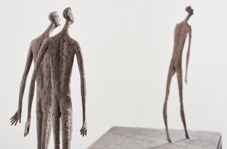 Gerald Moroder, Erranti, 2017, impasto di porfido, cm 166x61x160