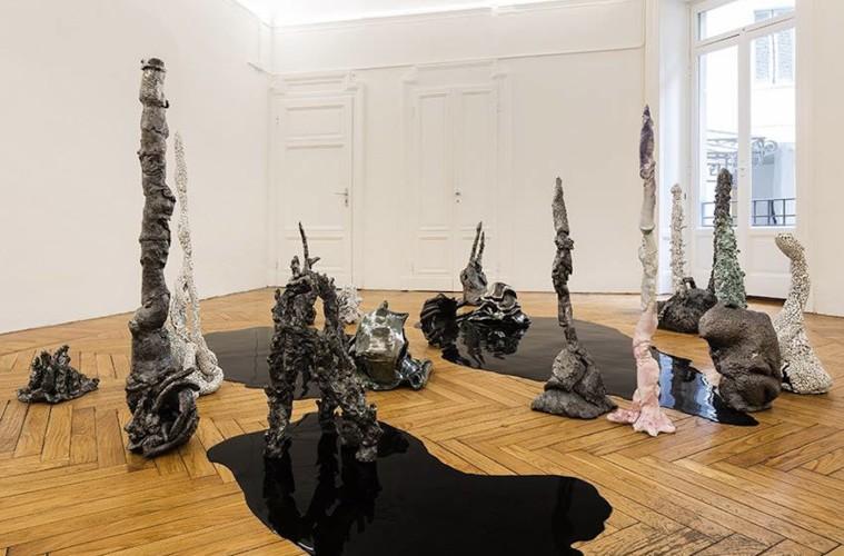 Salvatore Arancio, And These Crystals Are Just Like Globes of Light, veduta della mostra (seconda stanza). Foto: Andrea Rossetti. Courtesy Federica Schiavo Gallery