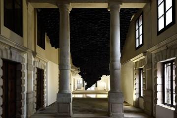 Jacob Hashimoto, veduta installazione a Palazzo Flangini, Venezia. Foto Michele Alberto Sereni. Courtesy Studio la Città, Verona