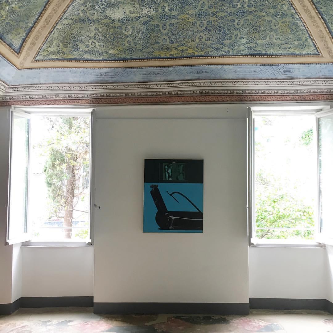 Veduta di allestimento (un'opera di Sergio Sarri), Il Gioco delle Coppie 1, Bertini e Sarri, Casa del Console, Calice Ligure