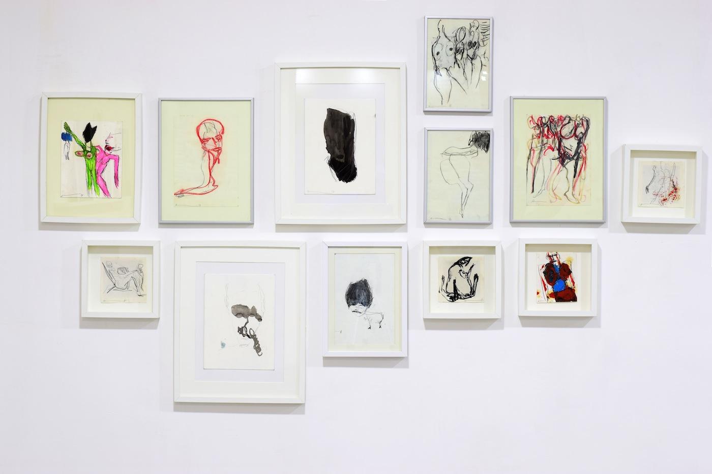 Alexandra Penris, VROUW ZIJN installazione, gessetti e matita su carta 2017