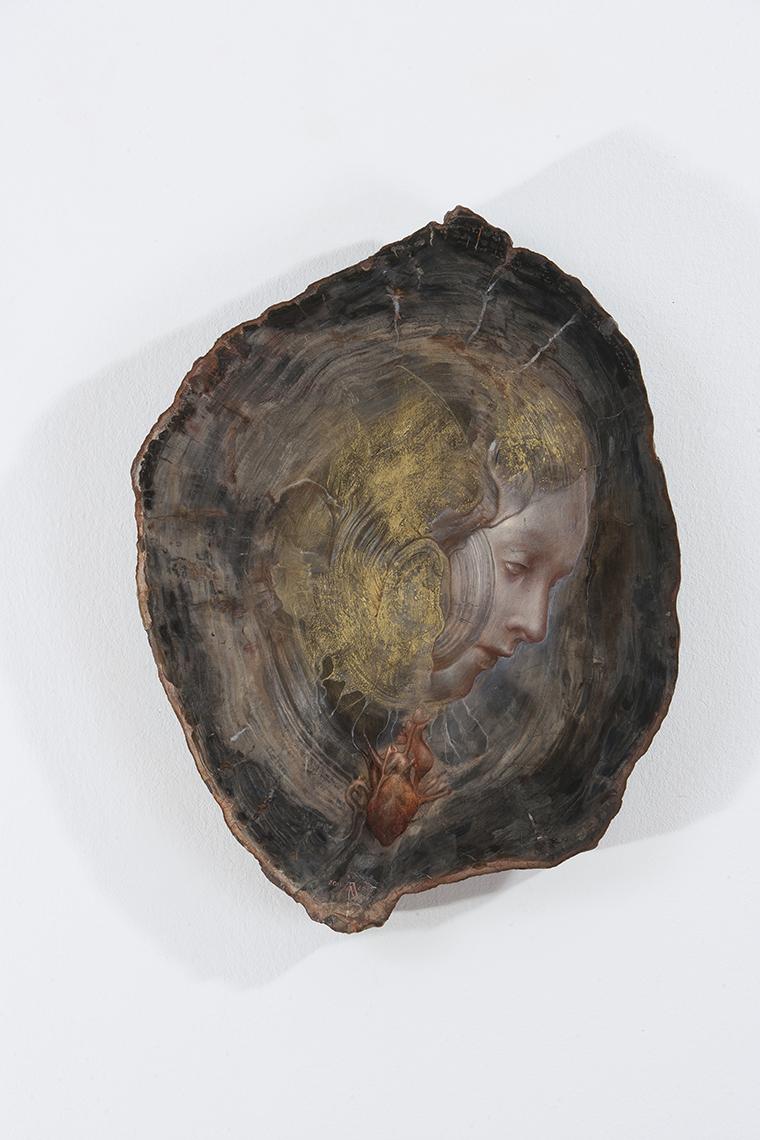 Agostino Arrivabene, Sacro cuore, 2013, olio, foglia d'oro su legno fossile, cm 38x29