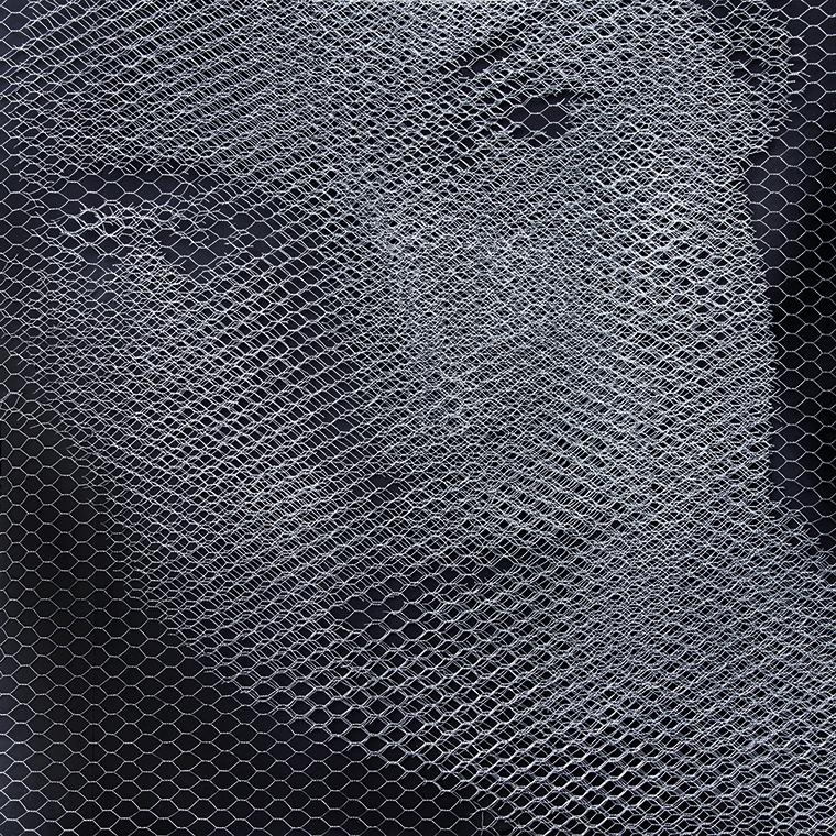Giorgio Tentolini, Elementi per una teoria della jeune fille - Johanna, 2017, rete metallica a maglia esagonale intagliata a mano e sovrapposta a fondale nero, serie di 3, 80x80 cm