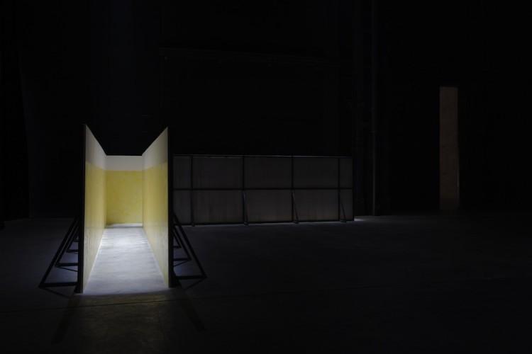 Miroslaw Balka, Soap Corridor, 1995, veduta dell'installazione, Pirelli HangarBicocca, Milano, 2017 Courtesy dell'artista e Pirelli HangarBicocca, Milano Foto © Attilio Maranzano