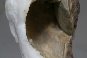 Nicola Samorì, Lingua greca, 2017, onice, 57x34x34 cm Courtesy l'artista e Monitor, Roma