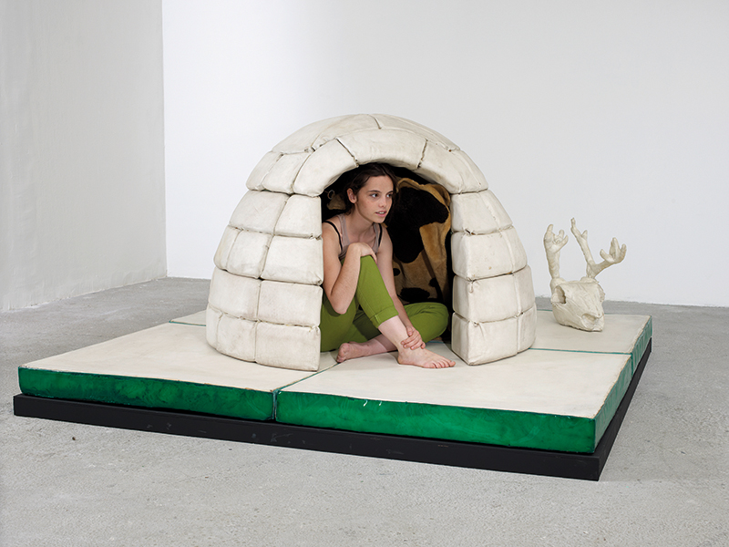 Piero Gilardi, IGLOO, 1964, mostra al Centre de Creation Contemporaine de Tours. Foto: François Fernandez