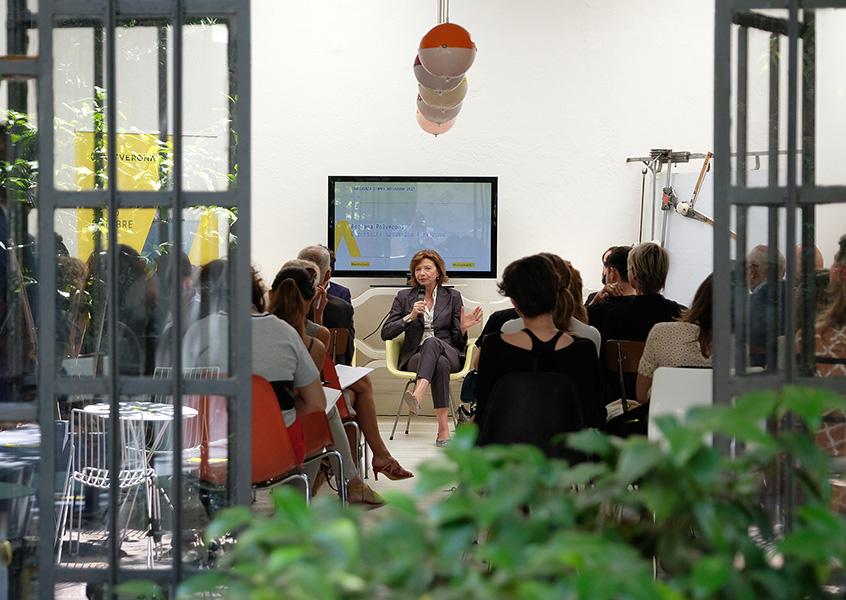 Adriana Polveroni alla conferenza stampa di ArtVerona, 31 maggio 2017