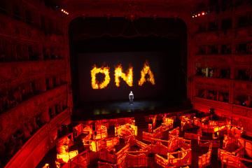 Fabrizio Plessi, FENIX DNA. Teatro La Fenice, Venezia. Foto: Aqua Aura