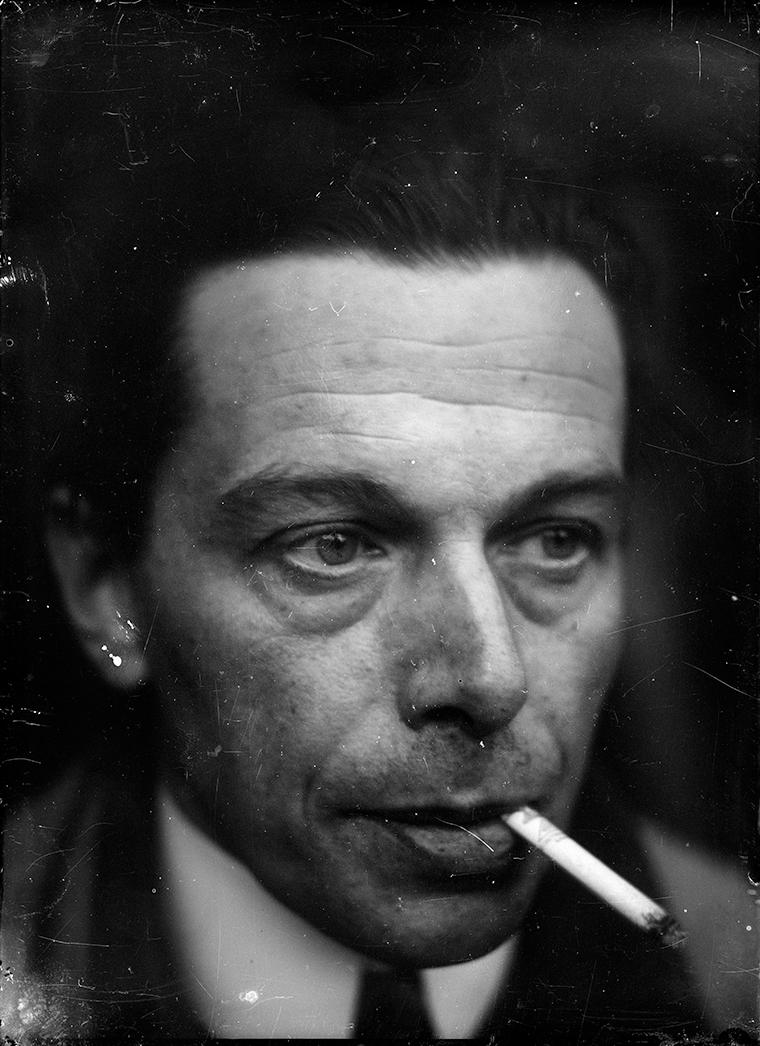 Ernst Ludwig Kirchner, Autoritratto, c. 1928, Stampa a contatto da negativo in vetro su carta baritata in gelatina ai sali d'argento, 18 x 13 cm, Kirchner Museum Davos, donazione lascito Ernst Ludwig Kirchner 1992