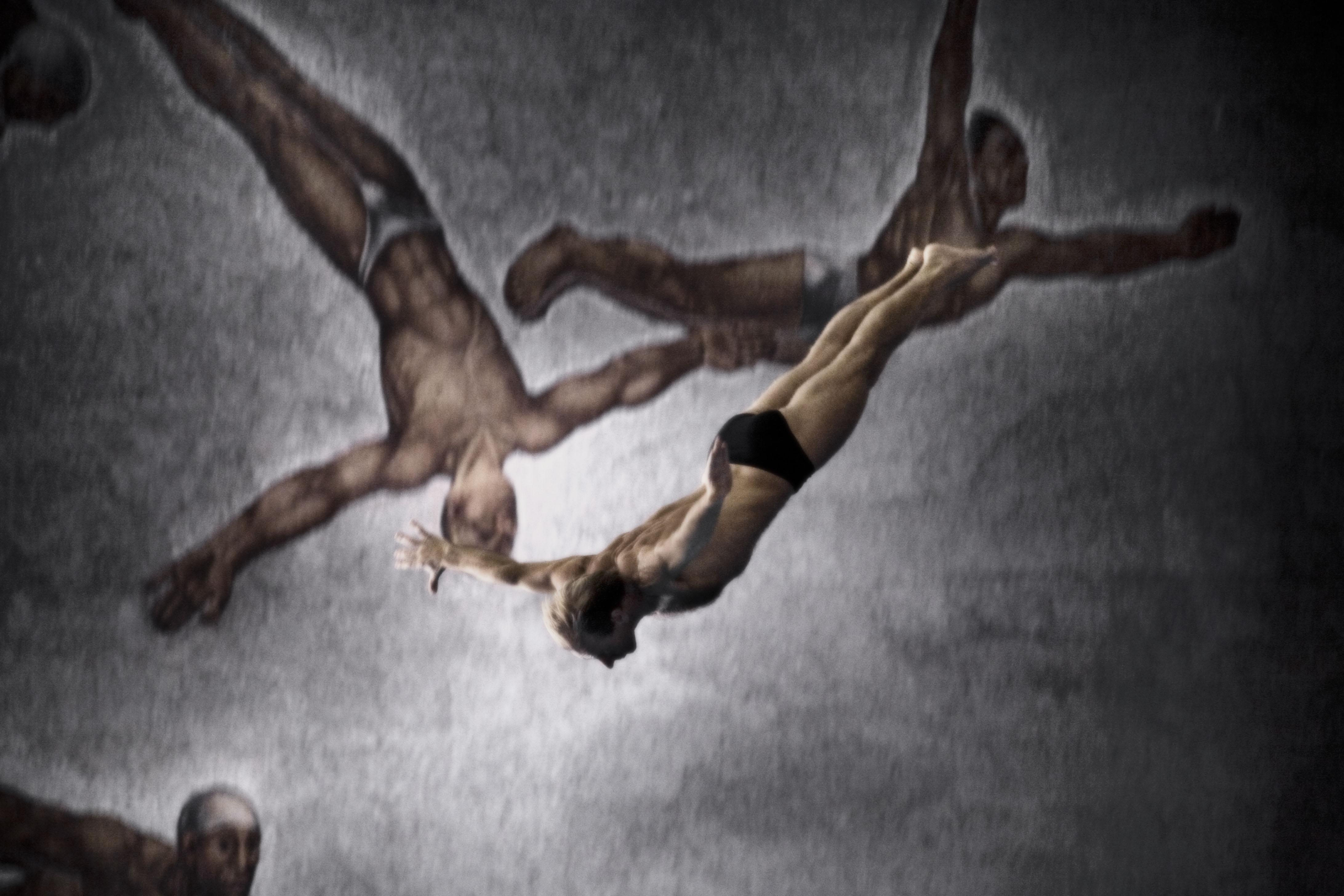 a Migliora Senza titolo (Forever Overhead, foto 1), 2010 Stampa lambda a colori, su alluminio 114x169 cm Edition of 5 © Marzia Migliora Courtesy Galleria Lia Rumma Milano/Napoli