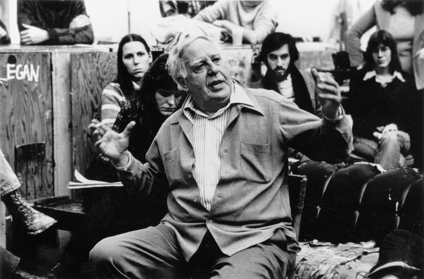 Philip Guston durante una lezione alla New York Studio School negli anni Settanta
