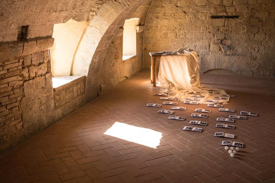 Inventario, Eleonora Manca, Volterra. Foto di Alessandro Zangirolami. Courtesy Kappabit Srl.