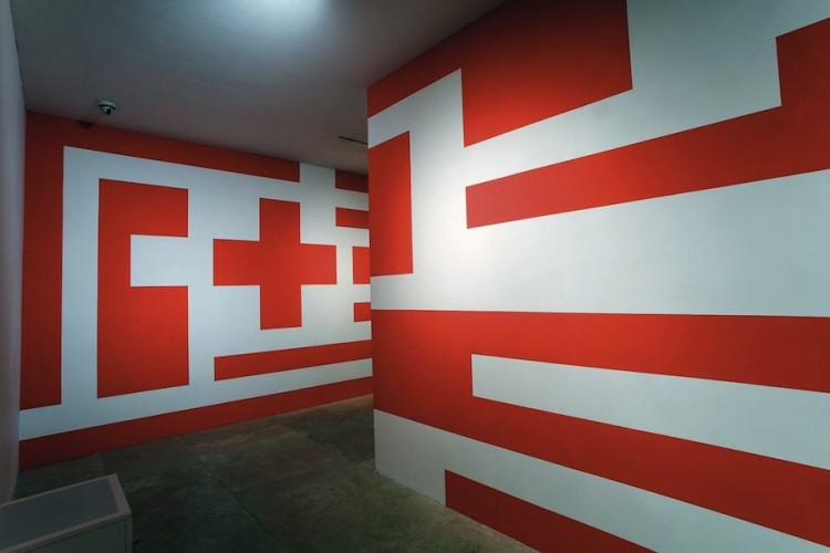 Mimmo Paladino, Senza titolo, 2008, pittura murale, dimensioni ambiente, installazione per la mostra al Museo dell'Ara Pacis, Roma, 2008 Foto Ferdinando Scianna