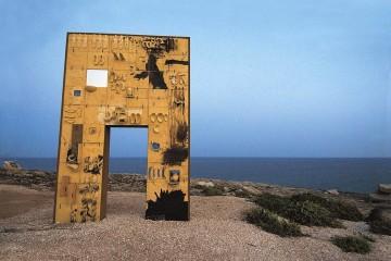 Mimmo Paladino, Porta di Lampedusa, porta d'Europa, 2008, pittura murale, dimensioni ambiente, installazione per la mostra al Museo dell'Ara Pacis, Roma, 2008 Foto Ferdinando Scianna