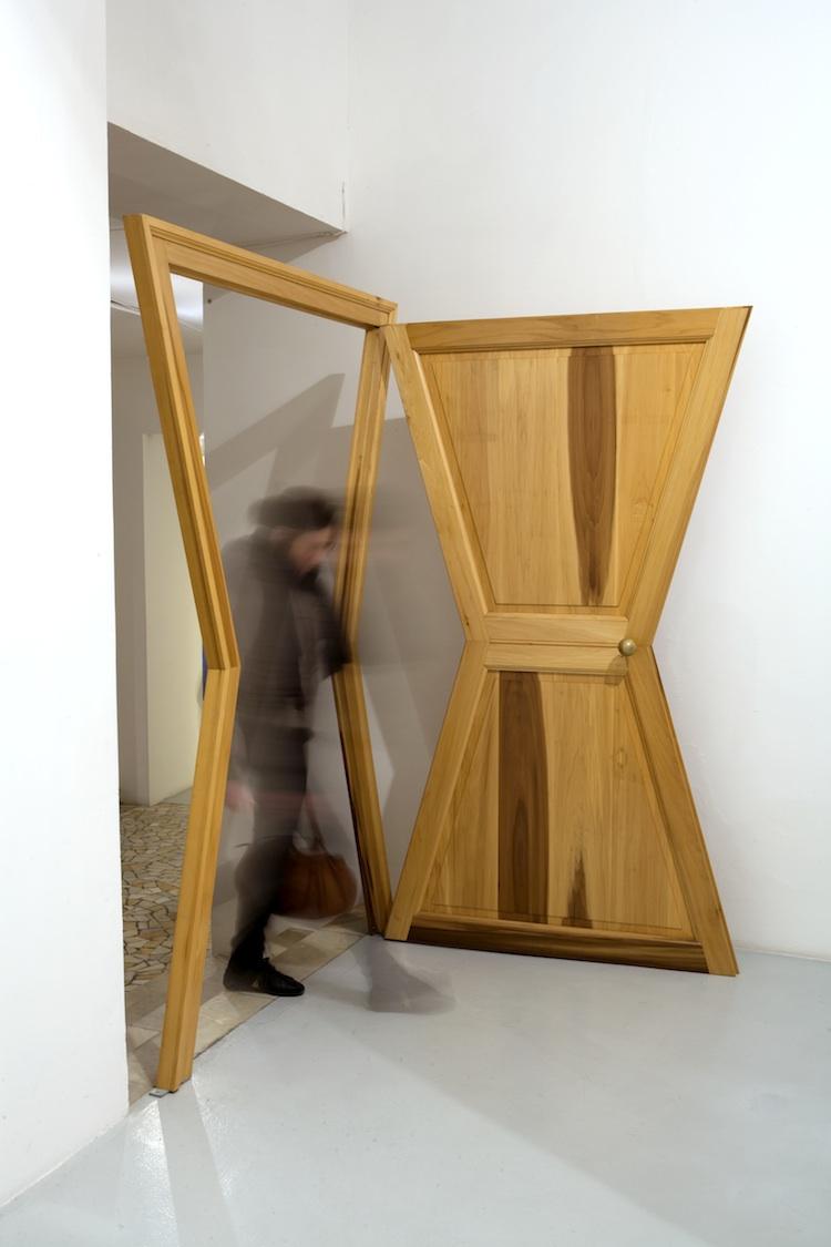 Michelangelo Pistoletto, Porta Segno Arte, 1976-1997, 230x140 cm, legno, courtesy Cittàdellarte, Fondazione Pistoletto.