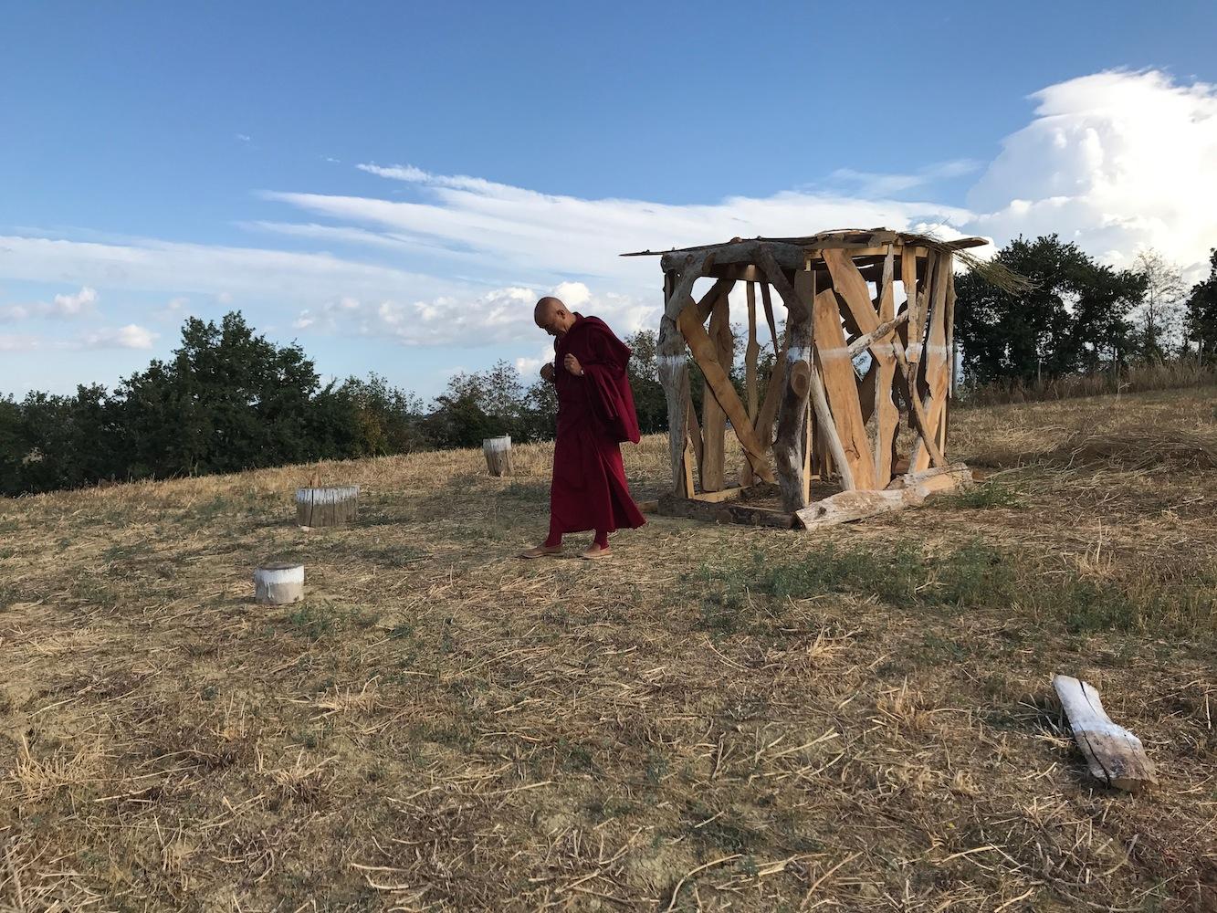 ll venerabile Lama Thubten Wangchen in visita a Bungalow Mantra di T-yong Chung, Ashram Joytinat (AN), 2017