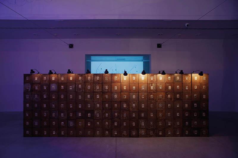 Christian Boltanski, Anime. Di luogo in luogo, veduta di allestimento, MAMbo - Museo d'Arte Moderna di Bologna, 2017. Courtesy: Istituzione Bologna Musei. Foto: Matteo Monti