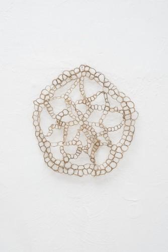 Francesca Romana Pinzari, Reliquiae, 2015, crini di cavallo intrecciati Foto Andrea Veneri Courtesy Gilda Contemporary Art, Milano