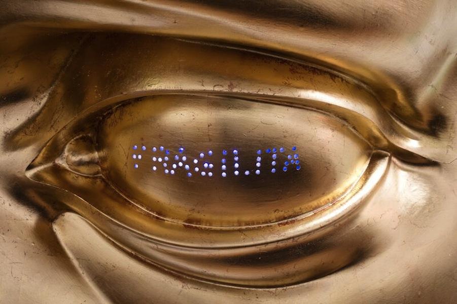 Anne & Patrick Poirier, Fragilità, 2007-2017, resina, poliestere, acrilico, neon, foglia d'oro e alluminio, 64x73x25 cm Courtesy Galleria Fumagalli, Milano © Anne & Patrick Poirier Foto Antonio Maniscalco, Milano, 2017